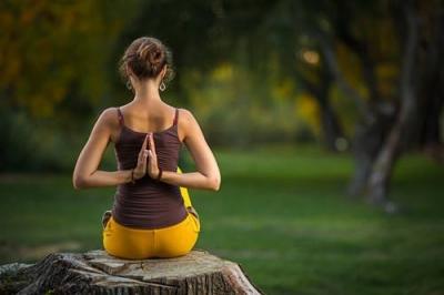 这几个瑜伽体式帮助你强化脊柱
