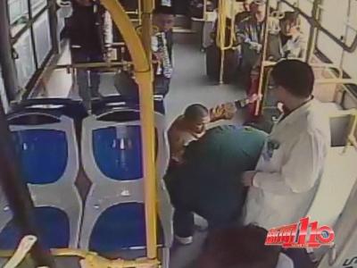 """乘客突然发病抽搐,公交司机""""离线""""直奔医院"""