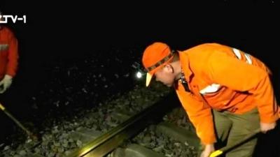 """新春走基层:梁旺明:春运繁忙干线从不停车 高铁站线路的""""守护者"""""""