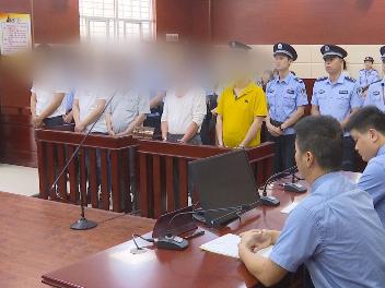 """利用职务之便实施违法犯罪 福清五名""""村霸""""被判刑"""