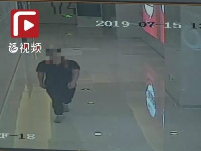该!福州一商场内,多次进女厕偷窥的男子被抓了