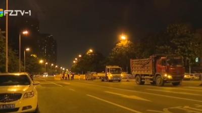 市城管委立整立改 连夜修复塌陷路面