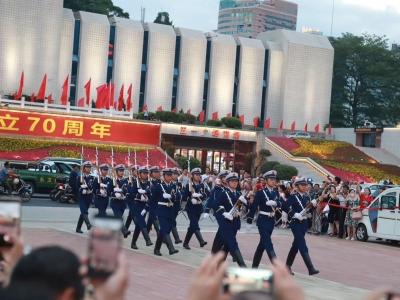 10月1日上午9时 五一广场将举行升国旗仪式