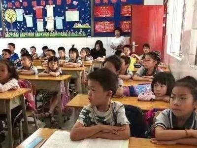 笑哭!美国老爸陪写作业气到飙中文!快来测测您家孩子的学习类型