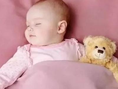 3岁萌娃上课手揣裤兜狂打瞌睡!