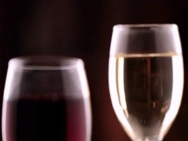 《新闻110》求真:睡前喝酒有助睡眠吗?