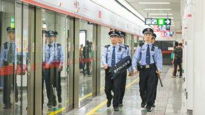 """地铁公安:做市民出行安全的""""保护神"""""""