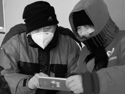 """星火成炬——记战""""疫""""中的志愿服务英雄"""