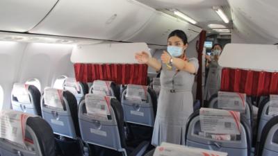 福州航空开展客舱应急演练  直播平台实时播出
