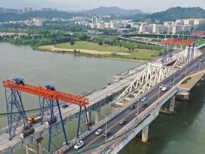 """新洪山桥""""造腿"""" 老洪塘大桥腾位"""