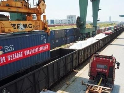 """福州港铁海联运外贸业务首次实现""""一箱到底"""""""