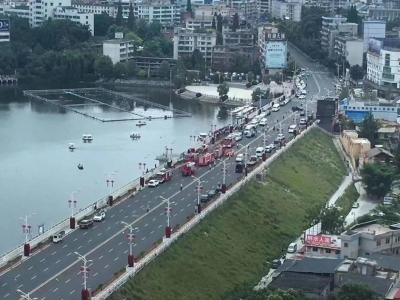 贵州坠湖公交车已打捞出水!已致2人死亡