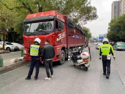 紧盯重点路段 台江交警严查这些交通违法行为