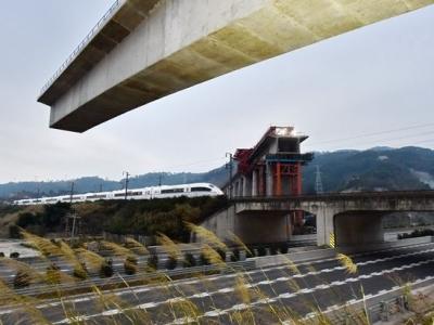新建福厦铁路跨度最大T构桥成功转体